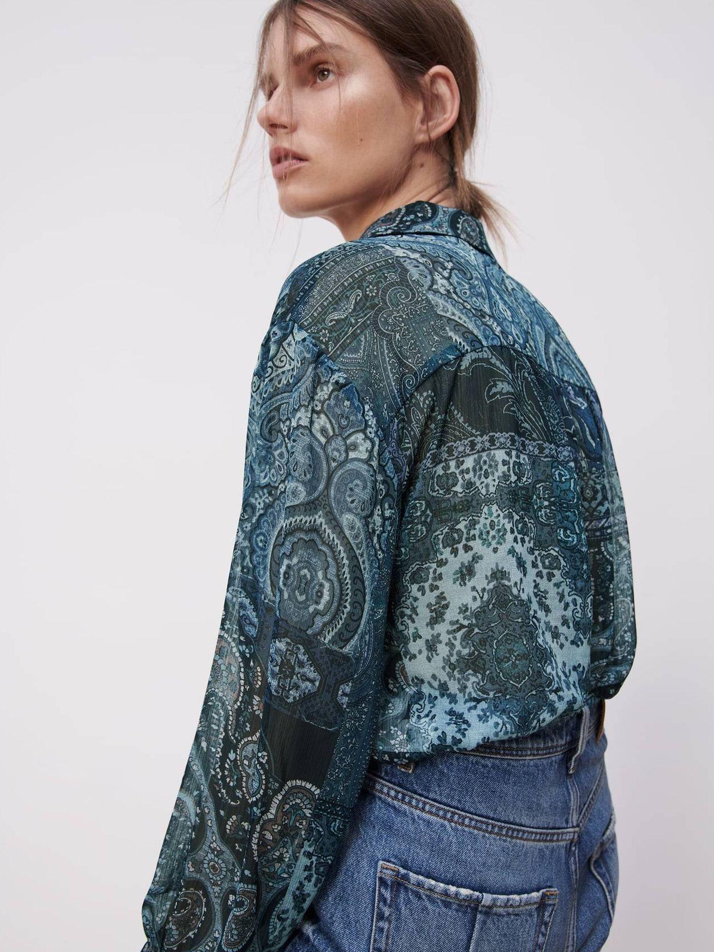 Camisa estampada de Zara. (Cortesía)