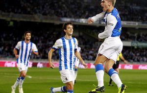 El triunfo de la Real deja al técnico del Almería en el alambre