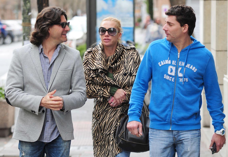 Foto: Toño Sanchís con Belén Esteban y Fran Álvarez (Gtres)