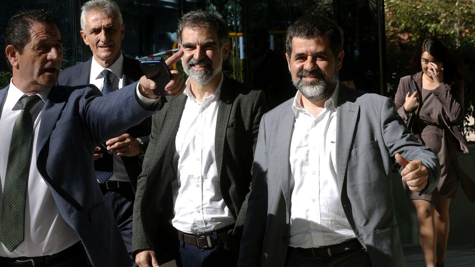 Foto: Jordi Sànchez y Jordi Cuixart a las puertas de la Audiencia Nacional 10 días antes de ser encarcelados. (EFE)