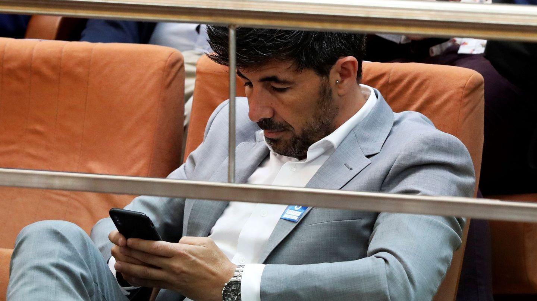 Jairo Alonso, en la tribuna de invitados de la Asamblea de Madrid. (EFE)