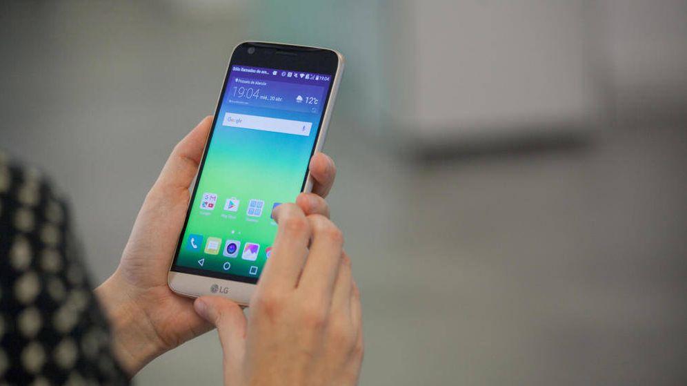 Foto: El LG G6 tendrá una pantalla mayor que el G5, en la imagen. (Foto: Enrique Villarino)