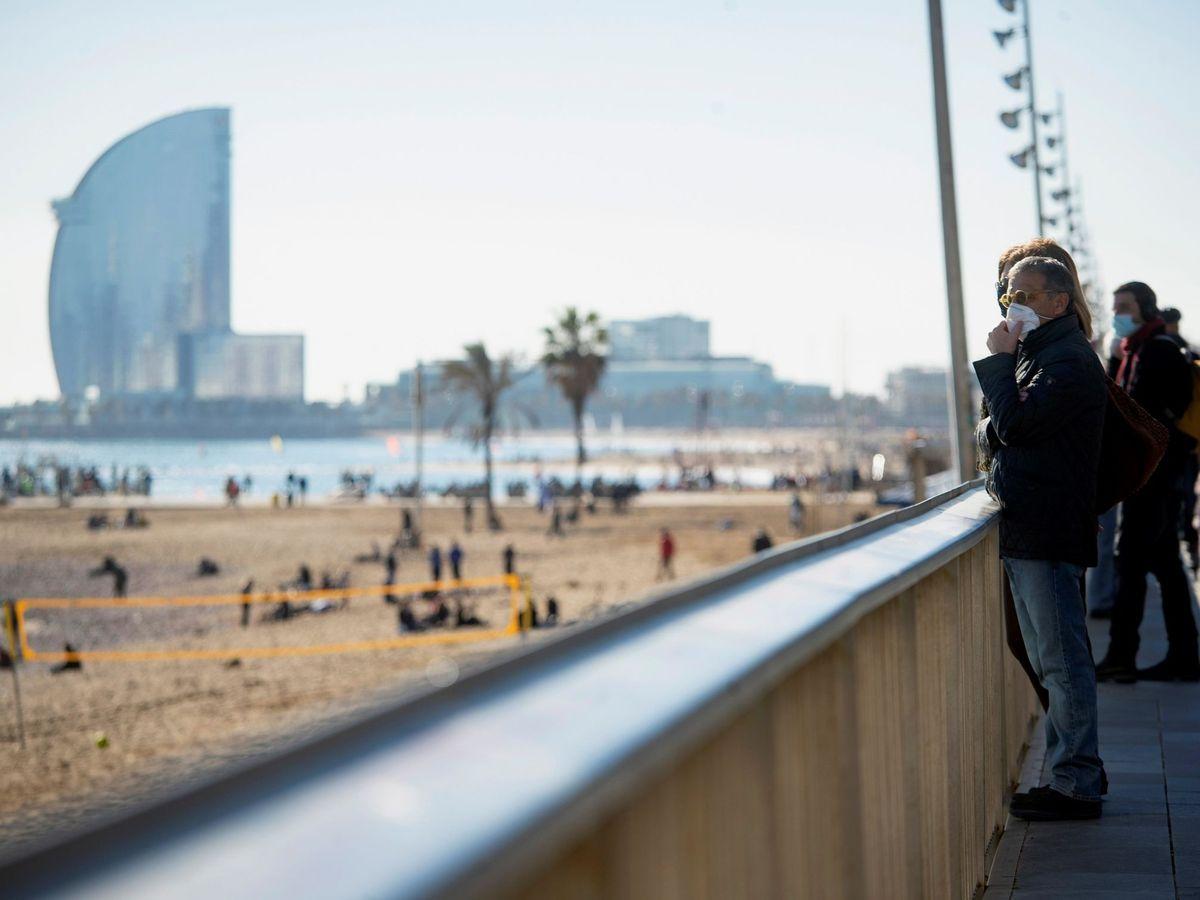 """Foto: El objetivo a largo plazo del Ayuntamiento es unas """"playas sin humo"""" (EFE Marta Pérez)"""