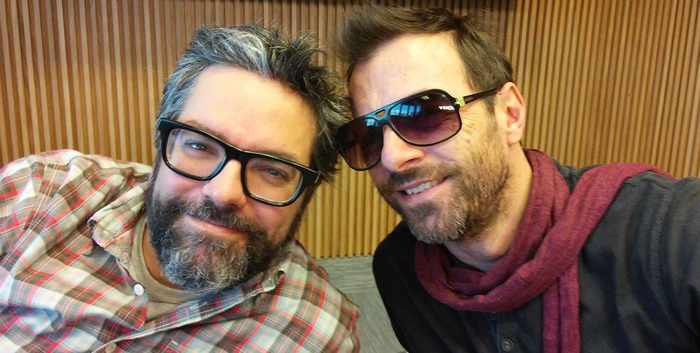 Foto: Liniers y Kevin Johansen ponen humor, amor, ética y estética sobre el escenario. (EC)