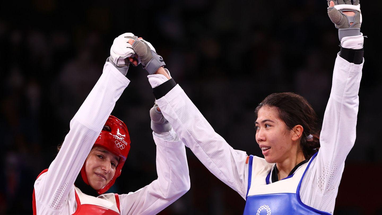 Adriana felicita a su rival tras la final. (Reuters)