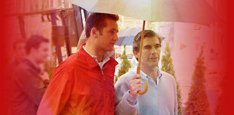 Foto: Urdangarin y López Quesada, bajo la lluvia. (Gtres)