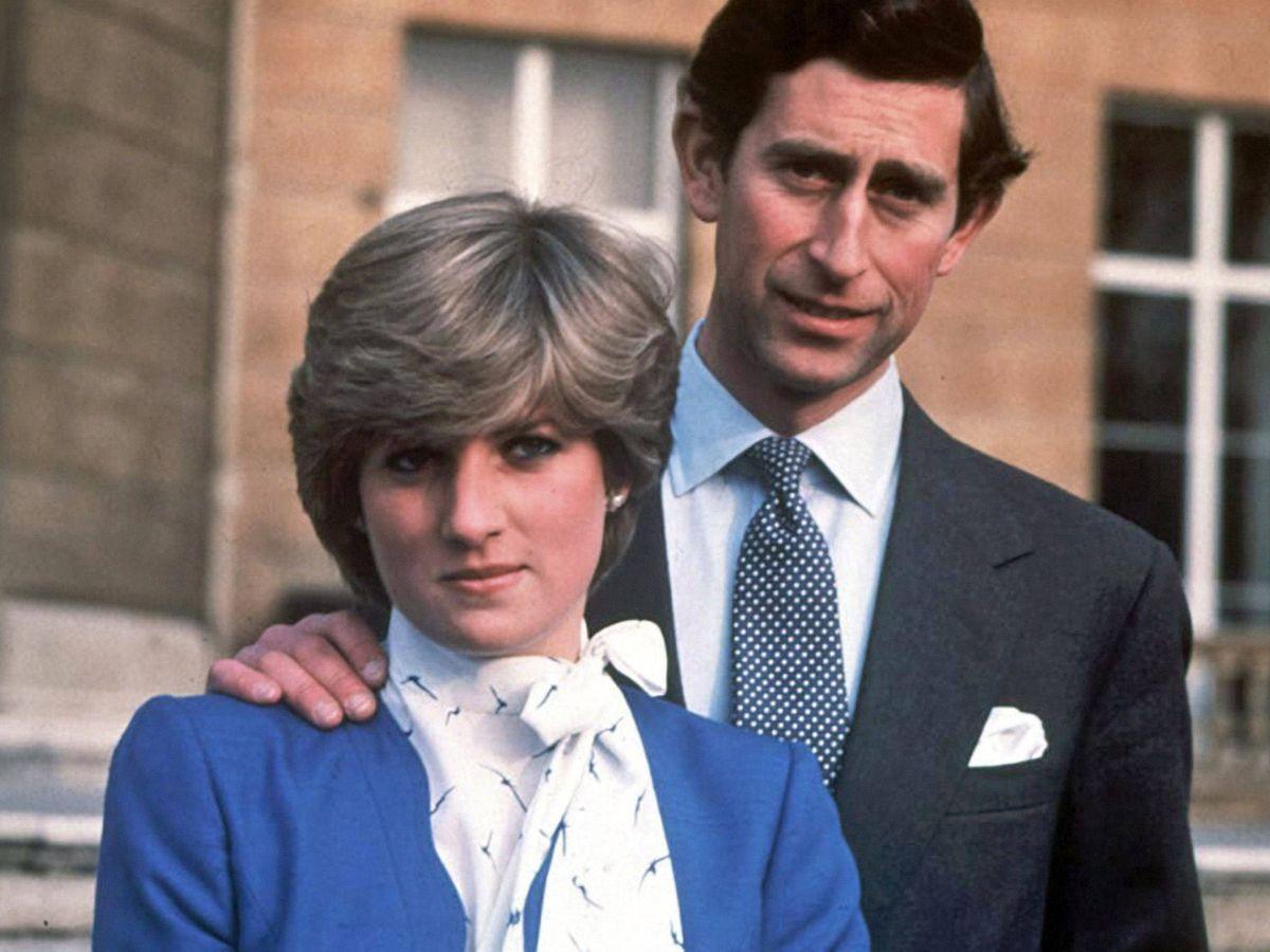 Foto: El príncipe Carlos y Diana de Gales, el día del anuncio de su compromiso. (EFE)