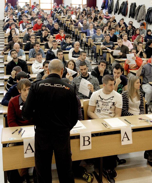Foto: Imagen de archivo de los exámenes de acceso a la Policía Nacional. (EFE)