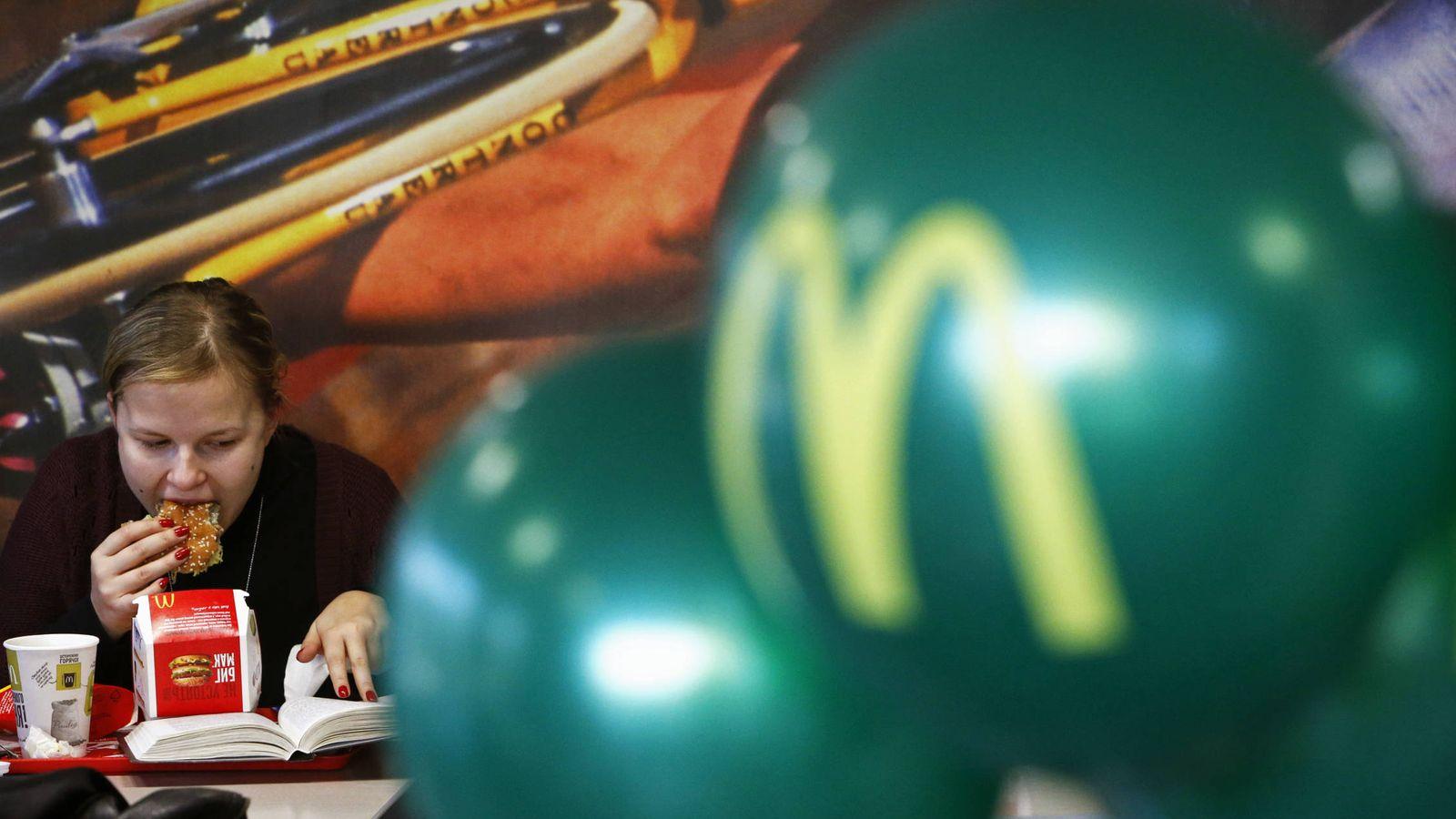 Foto: Todos sabemos que la comida rápida no es la más saludable pero ¿qué hamburguesa es la menos recomendable? (Reuters/Sergei Karpukhin)