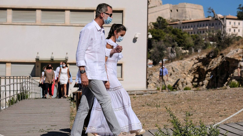 Felipe VI con sus deportivas Yuccs en Ibiza. (EFE)