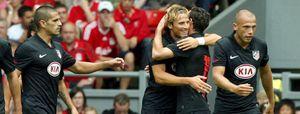 Agüero y Forlán 'tumban' al Liverpool con dos golazos