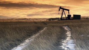 El exceso de suministro de petróleo se alarga