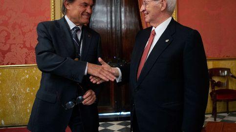 Último acto de Miquel Valls: conceder a Artur Mas la medalla de oro de las cámaras