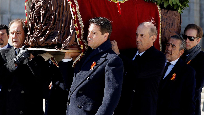 Jose Cristóbal Martínez-Bordiú, Luis Alfonso de Borbón Martínez-Bordiú, Francis Franco y Jaime Martínez-Bordiú, en el Valle de los Caídos. (Reuters)