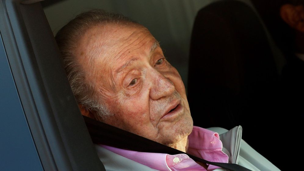 Foto: El Rey emérito, en agosto de 2019, tras haber recibido el alta hospitalaria después de haber permanecido ocho días hospitalizado por un triple 'bypass' aortocoronario. (EFE)