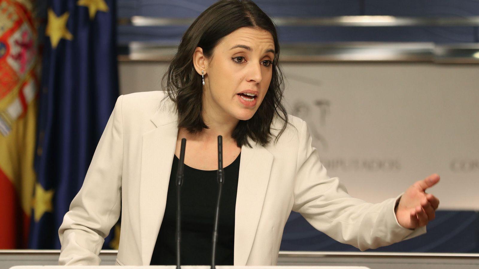Foto: La portavoz parlamentaria de Podemos, Irene Montero, durante la rueda de prensa en el Congreso. (EFE)