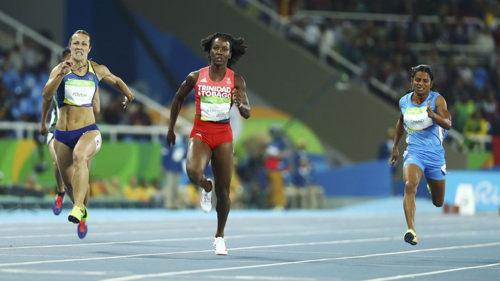 Foto: Dutee Chand, a la derecha, en los JJOO de Río 2016 (Lucy Nicholson / Reuters)