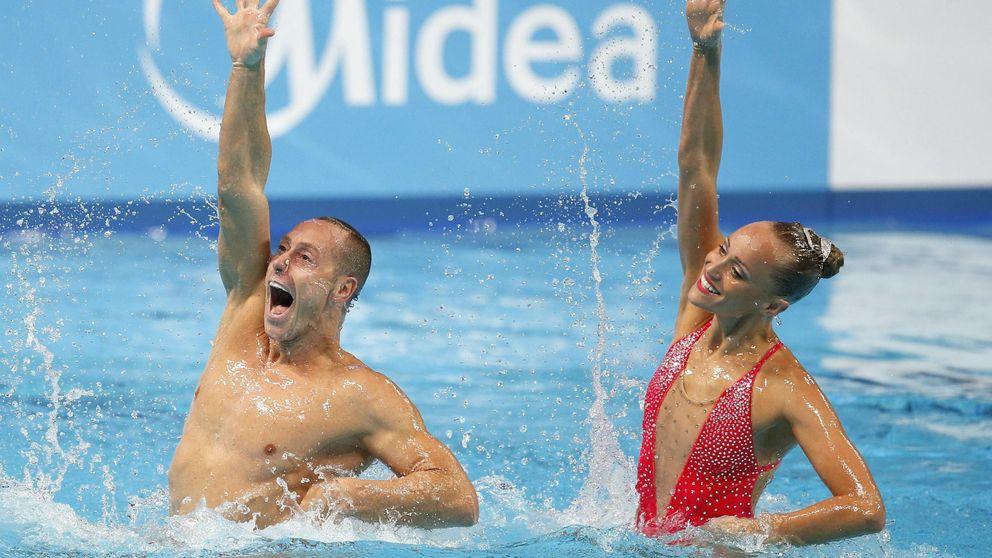Bill May, el hombre que lucha contra la desigualdad en la natación sincronizada