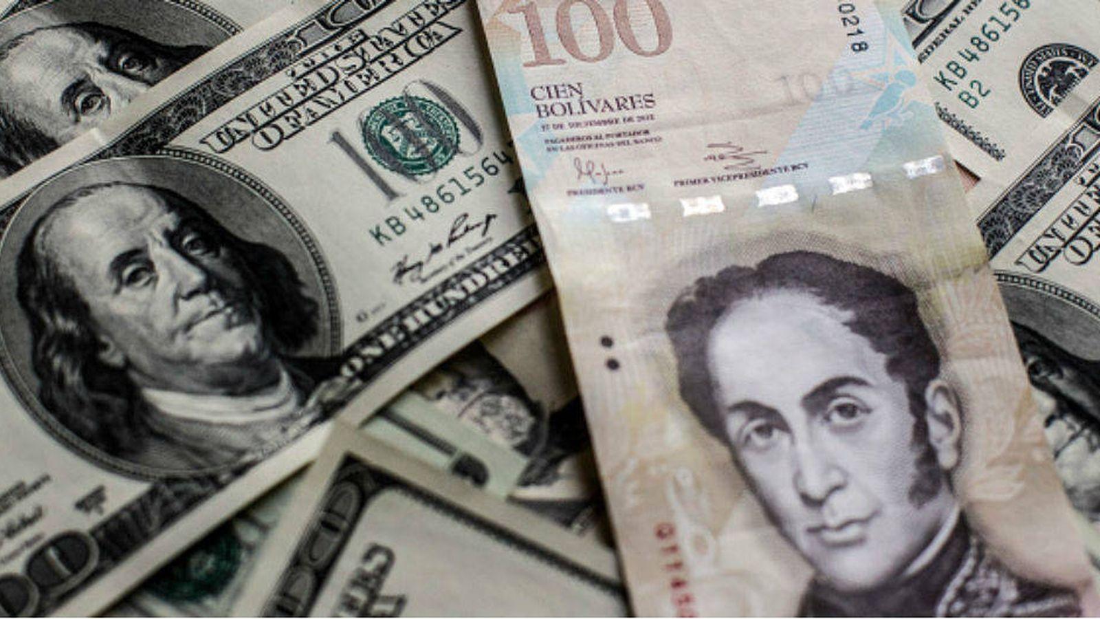 Foto: Bolívares y dólares. (E. Villarino)
