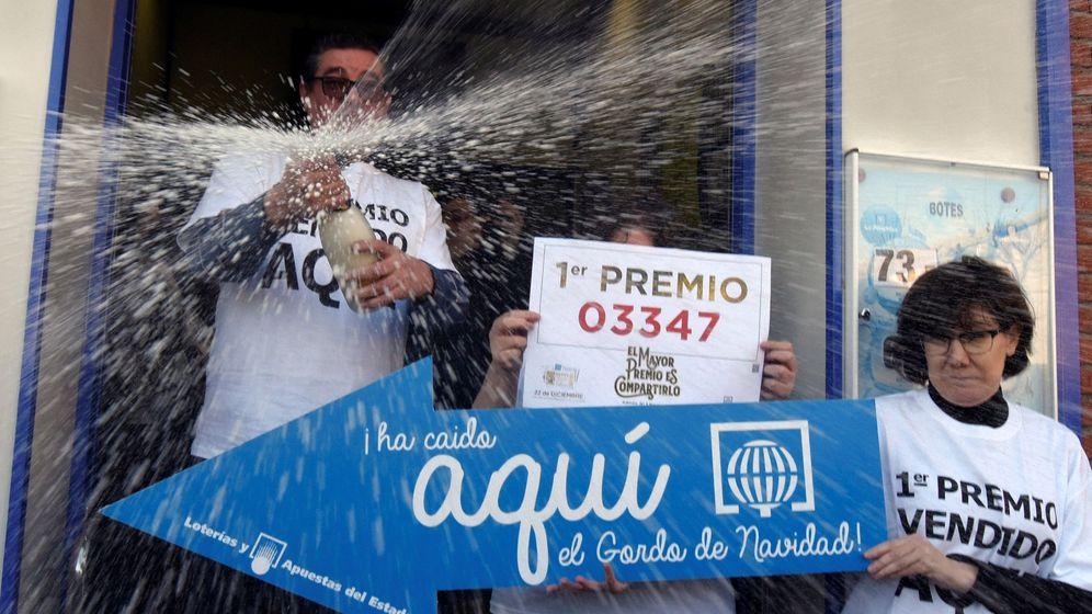 Foto: Una administración de Huesca repartió 30 series del Gordo de Navidad (EFE/Mariscal)