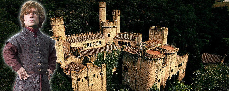 Foto: Tyrion Lannister en un fotomontaje sobre el castillo de Santa Florentina (Vanitatis)