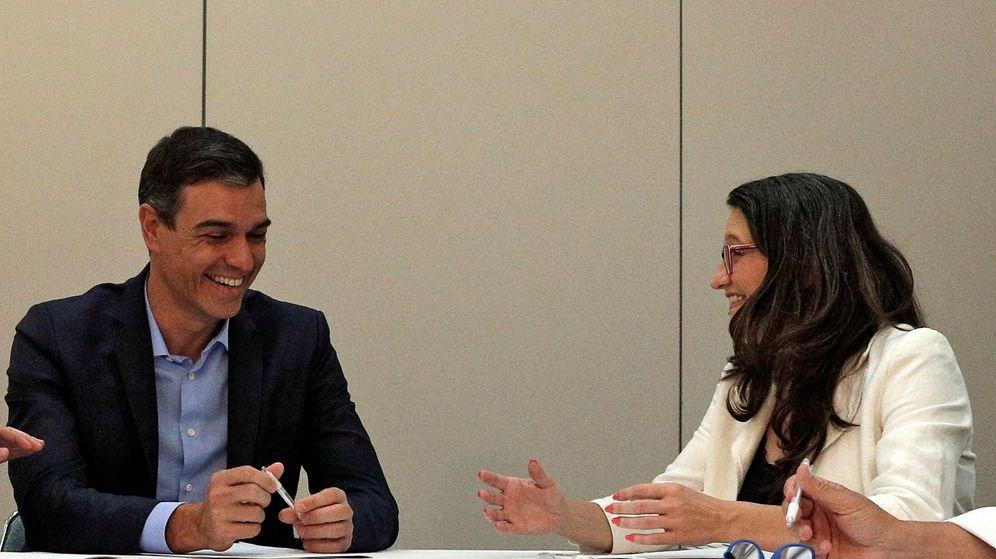 Foto: Pedro Sánchez y Mónica Oltra. (EFE)
