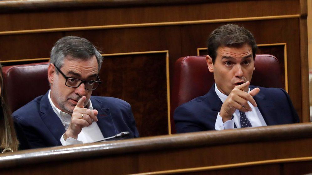 Foto: El líder de Ciudadanos, Albert Rivera, y el secretario general del partido y diputado, José Manuel Villegas, en el Congreso. (EFE)