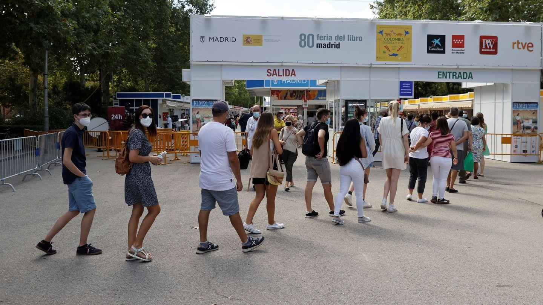 Las colas han sido constantes para entrar en la Feria (EFE)