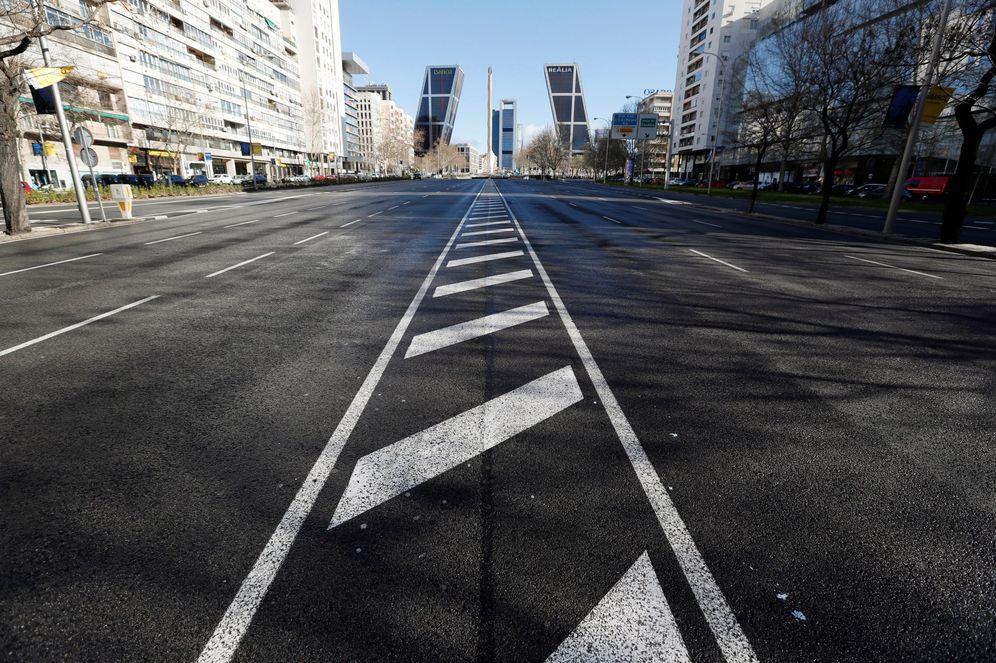 Foto: El Paseo de la Castellana libre de tráfico en una Semana Santa (EFE)