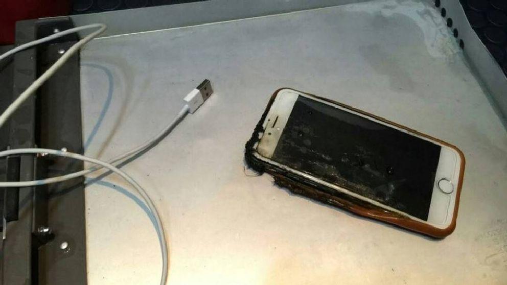 También le ocurre a Apple: un iPhone se incendia en un avión en Estados Unidos