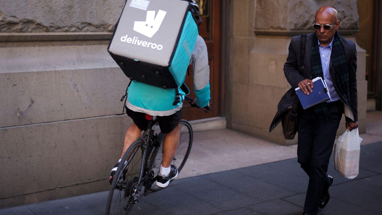 Deliveroo y las horas extras, como guante de seda. (Reuters/Jason Reed)