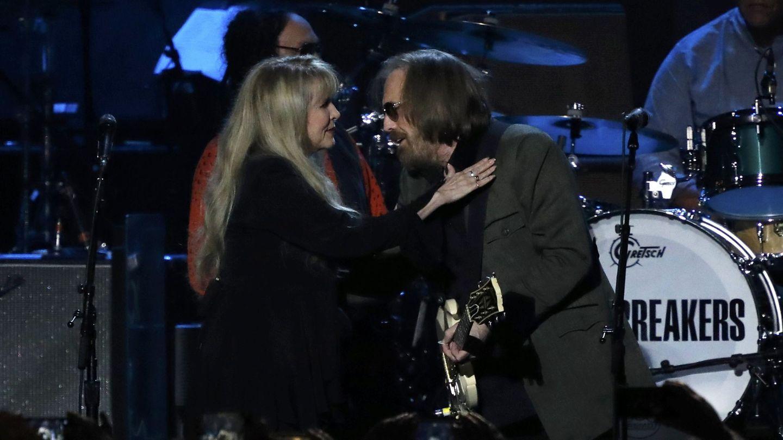 Petty junto a Stevie Nicks, en febrero de este año. (Reuters/Mario Anzuoni)
