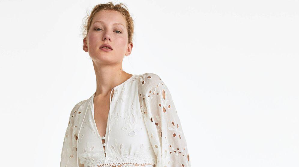 Foto: El vestido romántico que nos ha enamorado de Uterqüe. (Cortesía)