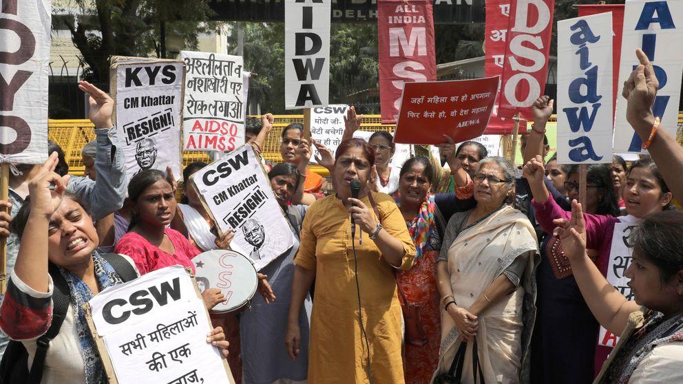 Afeitan la cabeza a una mujer y su hija por resistirse a la violación en la India