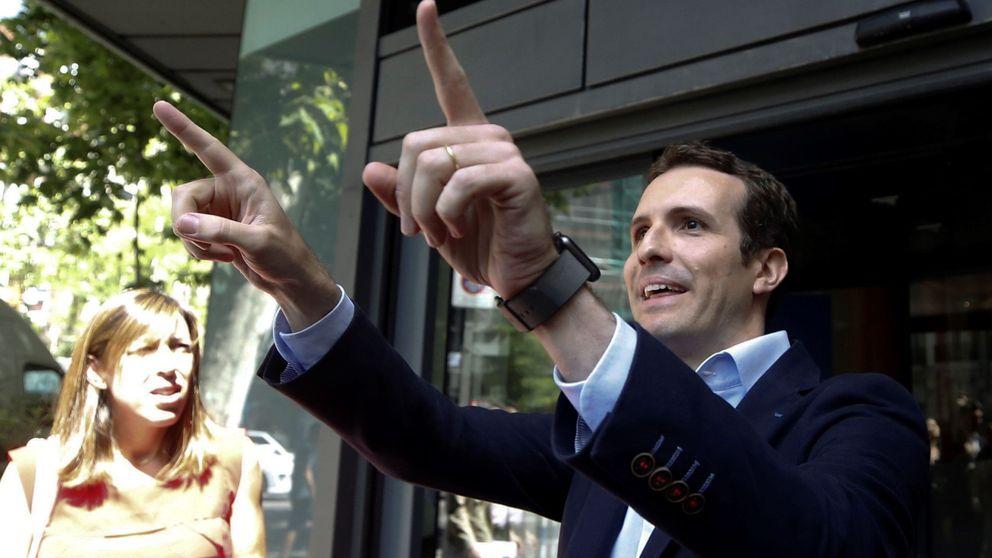 Casado tiende la mano a Feijóo y avisa: si gana él, será el candidato a La Moncloa