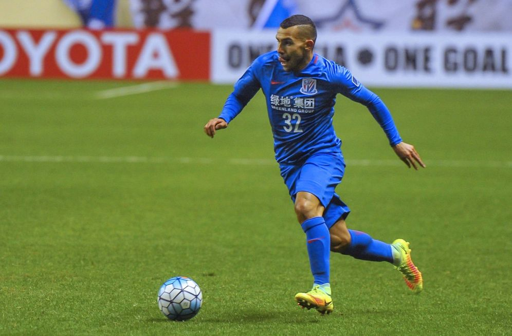 Foto: Carlos Tévez, durante un partido con el Shanghai Shenhua. (EFE)