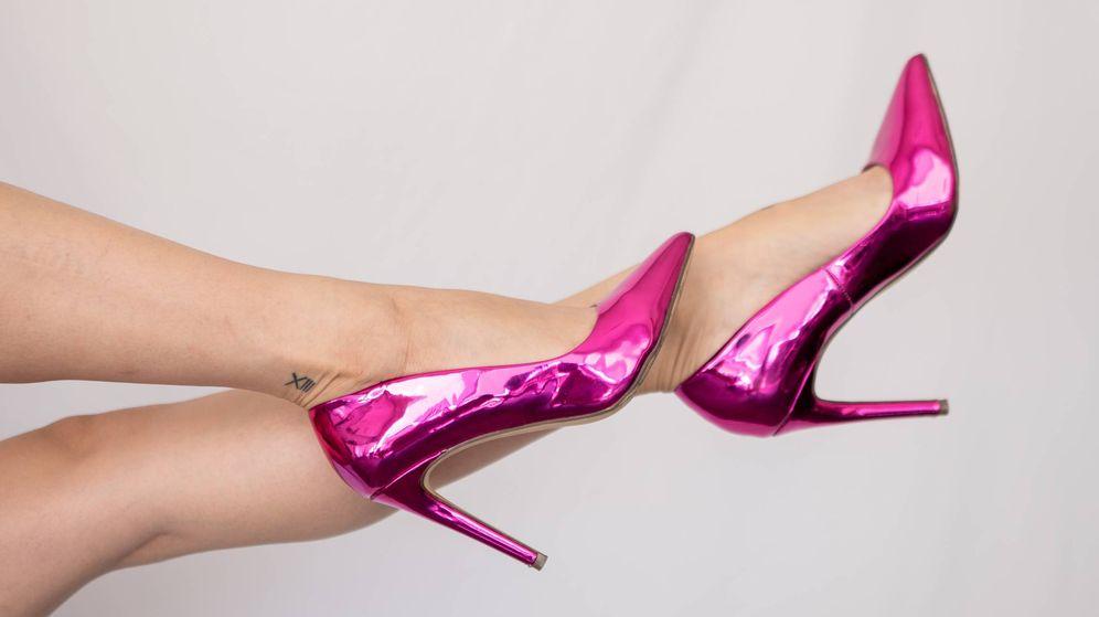 Foto: Unas sandalias que transformarán tu look por completo. (Simona Todorova para Unsplash)