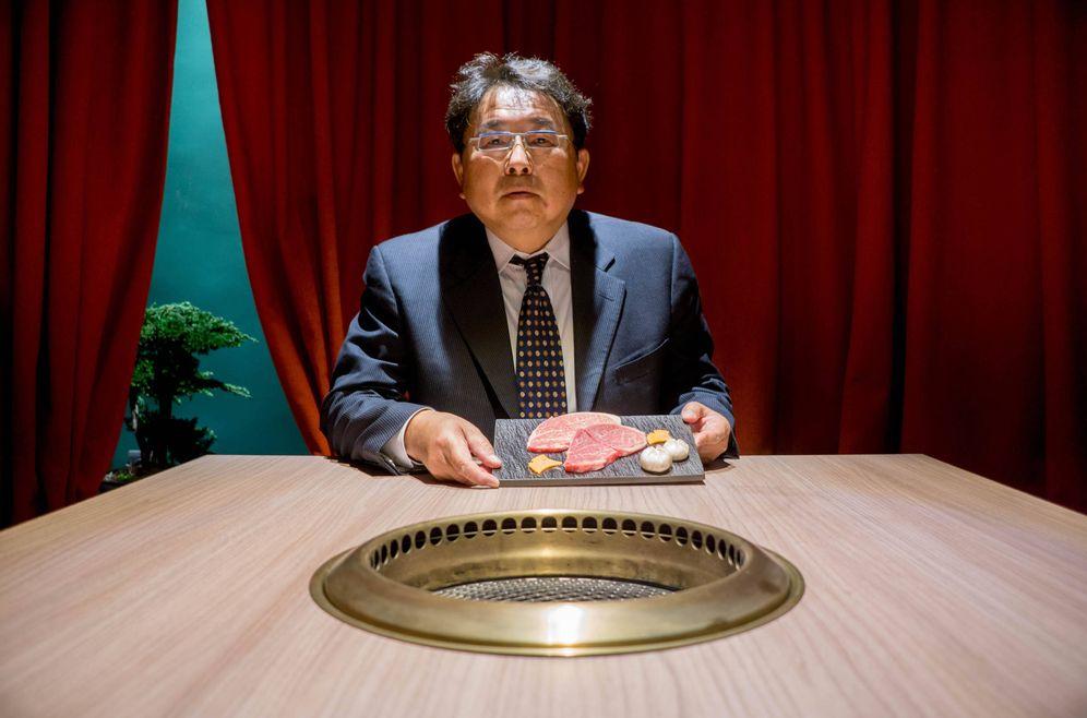 Foto: Muneharu Ozaki, en el restaurante Yakiniku Rikyu.