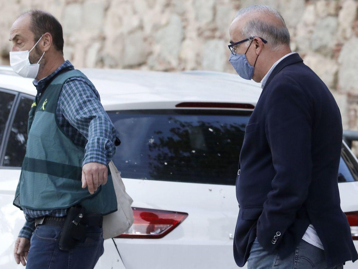 Foto: El alcalde de Cabrera de Mar (Barcelona), Jordi Mir, de Junts per Catalunya, este miércoles tras ser detenido por la Guardia Civil. (EFE)