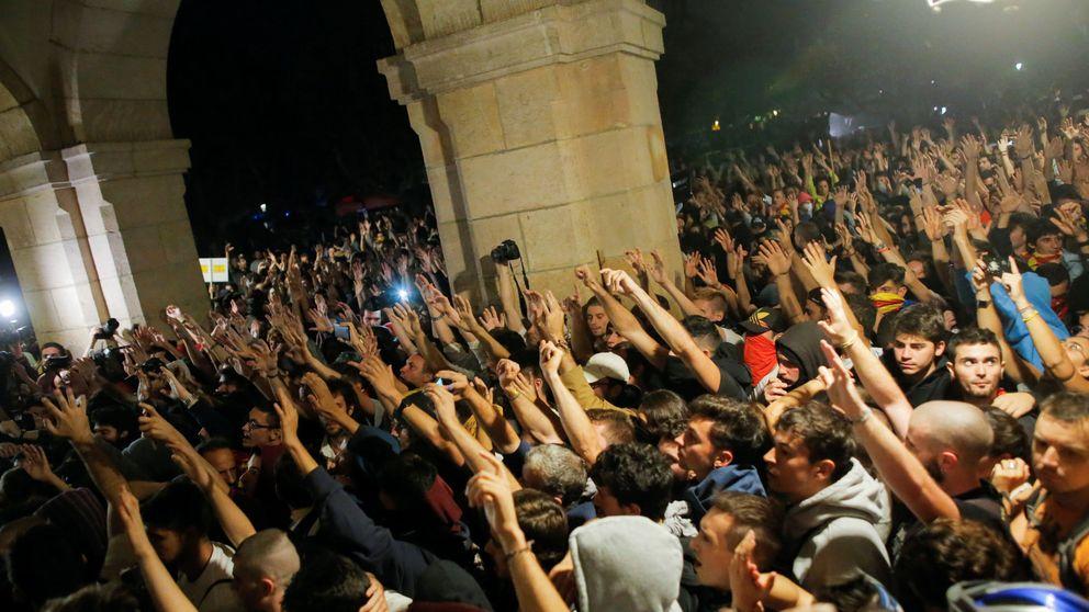 Los disturbios en Cataluña llevan al Gobierno a endurecer sus avisos a Torra