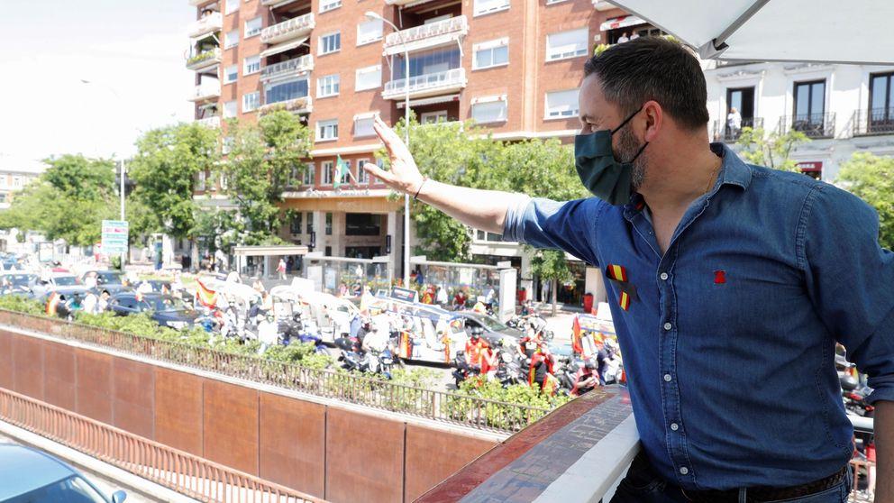 Santiago Abascal viste 'made in Spain': de su camisa denim a la sahariana del vídeo viral