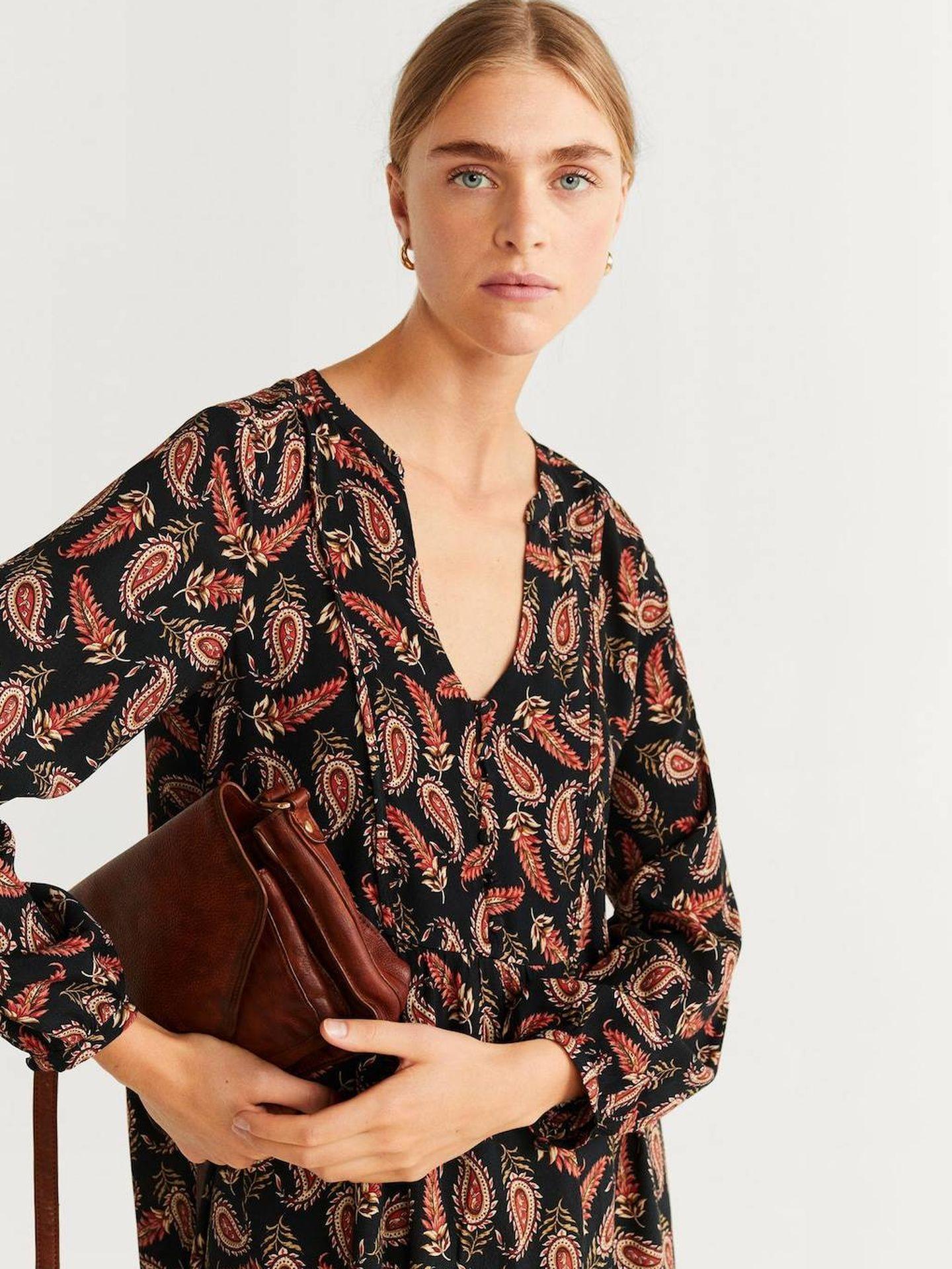 El vestido con estampado paisley de Mango Outlet. (Cortesía)