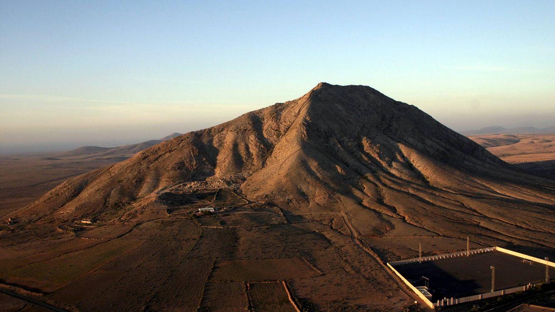 La obra de nunca acabar: cómo la montaña sagrada de Tindaya sepultó a Eduardo Chillida