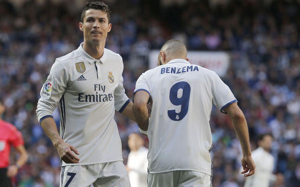 Foto: Cristiano y Benzema celebran un gol del Real Madrid en el Bernabéu. (EFE)