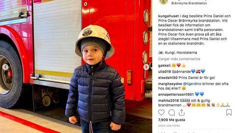 Oscar de Suecia vestido de bombero es lo más mono que verás hoy
