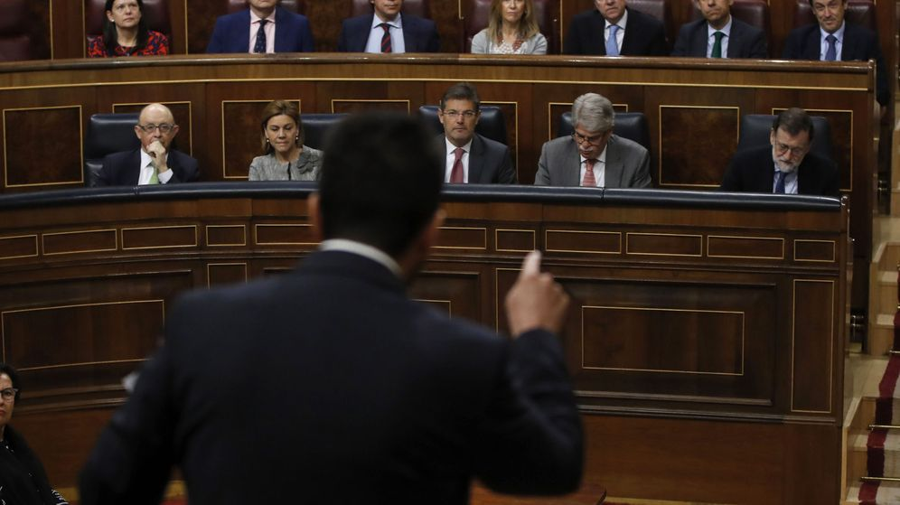 Foto: El portavoz parlamentario del PSOE, Antonio Hernando, se dirige al presidente del Gobierno, Mariano Rajoy. (EFE)