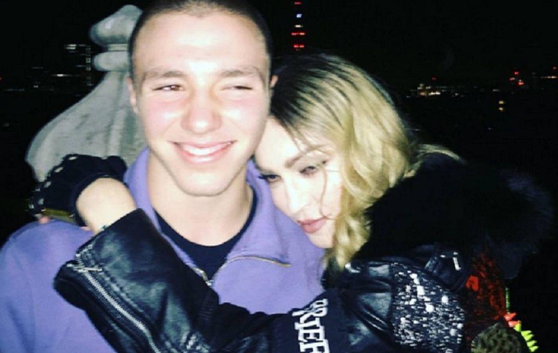 Foto: Madonna junto a su hijo Rocco Ritchie en una imagen de las redes sociales