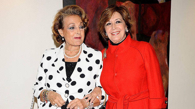 Concha Velasco junto a Carmen Sevilla en 2009. (Getty)