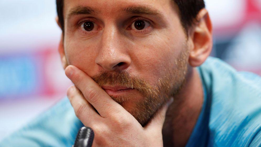 Foto: Leo Messi con gesto serio en la rueda de prensa antes de la final de Copa del Rey contra el Valencia. (Efe)