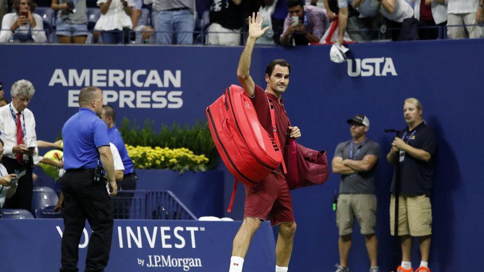 Foto: Roger Federer se despide del público tras ser eliminado del US Open. (EFE)